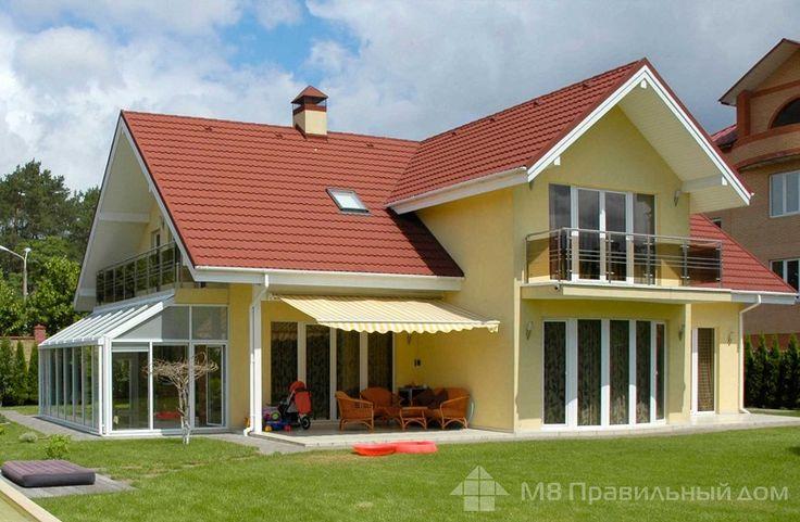 Красная крыша из композитной черепицы на доме выбираем цвет фасада