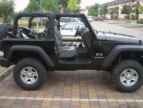 Lifted Black Jeep Wrangler Soft Top... I will have one someday <3