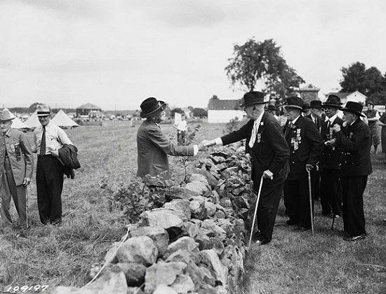 Confederate and Union soldiers shake hands across the wall at the 1938 reunion for the Veterans of the Battle of Gettysburg.: Civil War, Meeting, 1938 Reunion, Soldiers Shake, Union Soldiers, Gettysburg