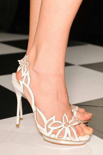 Too cute and delicate shoes! www.ScarlettAvery.com