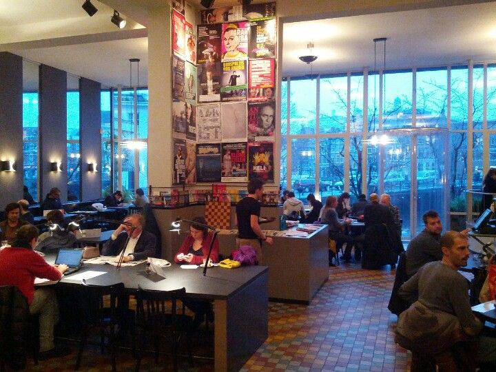 Café de Jaren- The largest Cafe in Amsterdam has a large outside and inside sitting area.