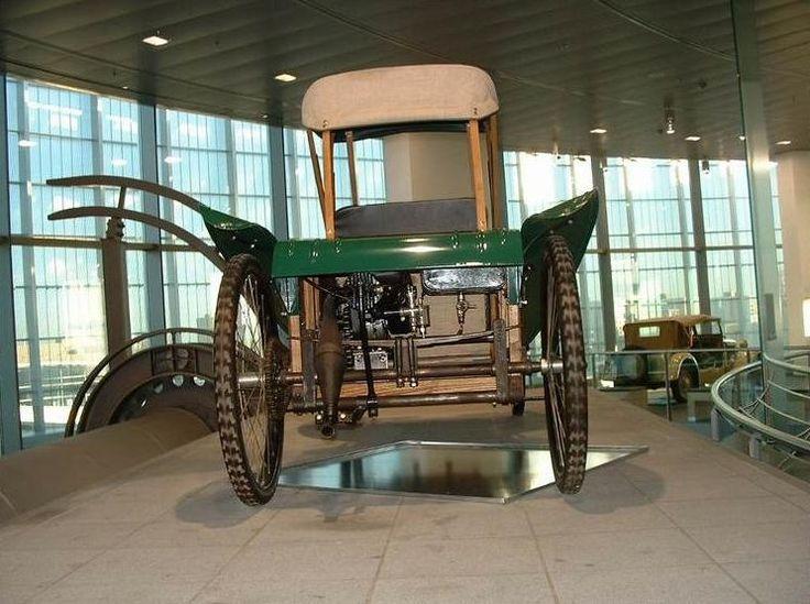 """cette cocasserie (1919): cyclecar électrique """"SB"""" de Berlin-Spandau avec remorque """"vraiment"""" intégrée. Cette firme sera rachetée en 1924 par J.S."""