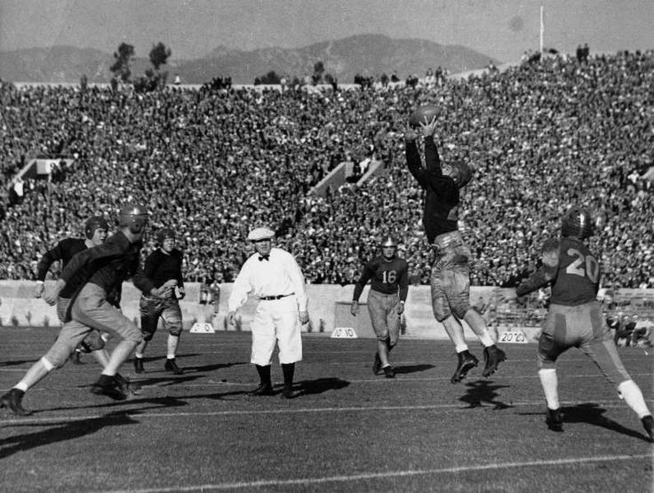 Today In History: January 2  -     1933: Trojans in their 20th straight victory get the Rose Bowl The USC Trojans score their 20th straight victory by beating the Pitt Panthers 35‐0.