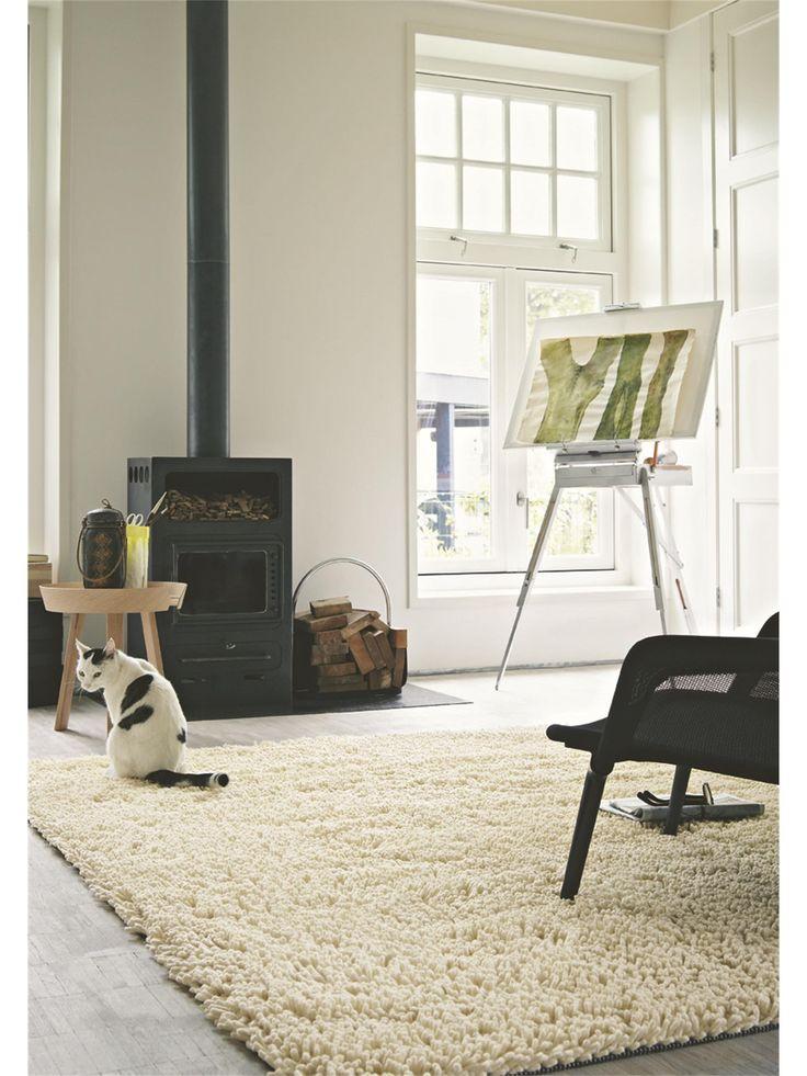 Sanft und kuschelig - der Cross Teppich von Brink & Campman verleiht jedem zu Hause ein gemütliches Ambiente. Er überzeugt durch seine zurück haltende Farbe sowie eine weiche Struktur. Er besteht aus reiner Schurwolle und ist zu 100% handgewebt. Aufgrund des hochwertigen Materials und der guten Verarbeitung ist dieser Teppich äußerst beständig. Somit werden Sie lange Freude an dem Cross Teppich haben. #benuta #teppich #interior #rug