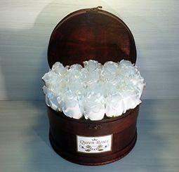 QM164/ Queen Roses fehér selyemrózsa rózsadoboz faládika