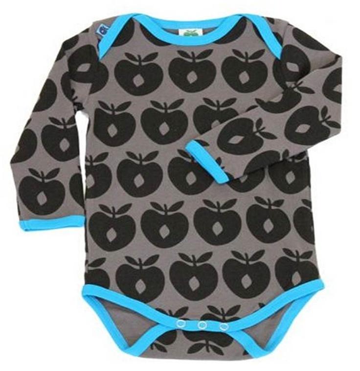 50% på denne skønne body - find den her:   http://www.tankestrejf.dk/product/smaafolk-baby-body-graasort-aebleprinttyrkis-rib-9311/