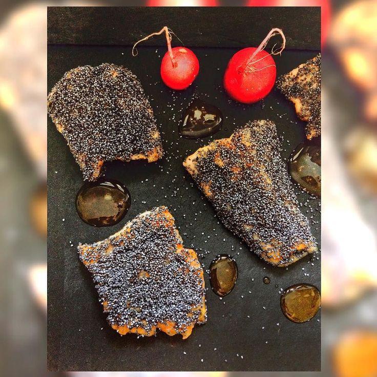 En güzel mutfak paylaşımları için kanalımıza abone olunuz. http://www.kadinika.com Antonio's Kitchen!  Grilled salmon trout with blue poppy seeds and sweet chili drops !  Trota salmonata cm semi di papavero blu e gocce di salsa chili dolce !  Catering and home cook service in #Switzerland #Svizzera #igerssuisse #igerslugano at affordable prices: olioextravergine@hotmail.com Servizio Catering e cuoco a domicilio a prezzi ragionevoli!  FB: /cateringbyacaggiano Blog…