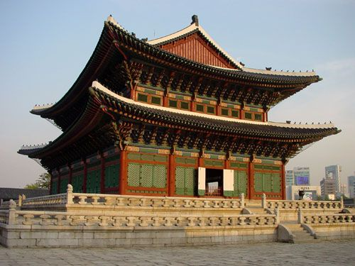 Gyeongbukgung Palace, Seoul, South Korea.  one of the few things i remembered from family vacation to South Korea.