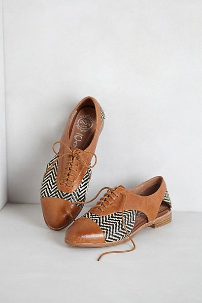 Adorable leather and raffia shoes for a summer work outfit.  Prospector Oxfords #anthropologie