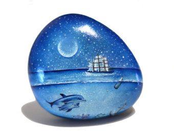 Pietra dipinto sasso dipinto a mano. Spiaggia di OceanomareArt