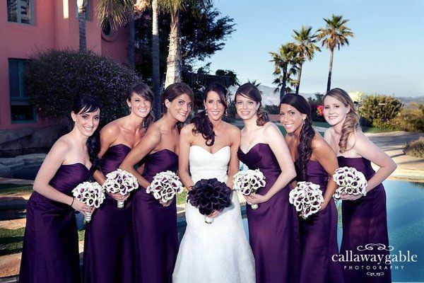 Love the dress color with the Calla Lilies center color!