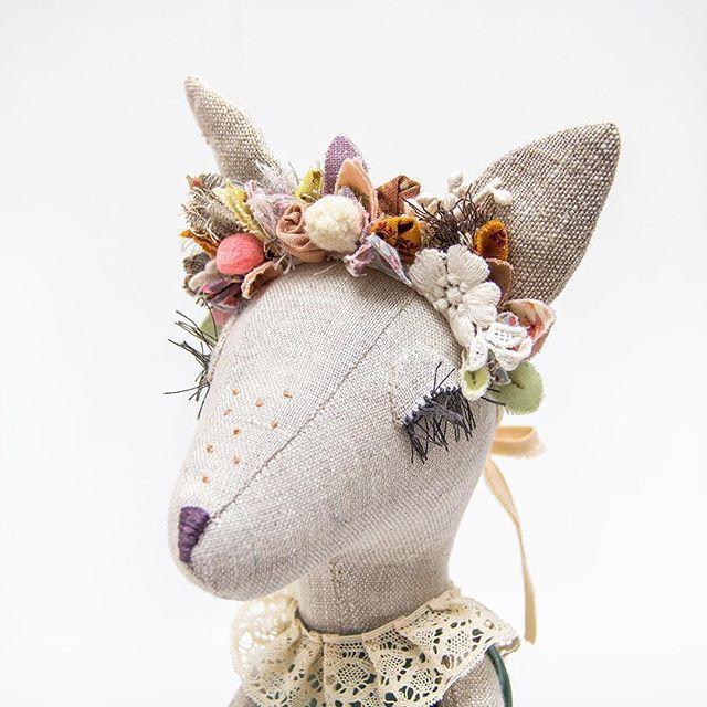 WEBSTA @ lenabekh - Fawn close up ••••• #lenabekh #handmade #handmadetoy #designertoys #textiledoll #softsculpture #heirloomdoll #ooakdoll #clothdoll #dollmaker #kidsroomdecor  #homedecor #forkids #deer #fawn #doe #fawndoll  #fabricmanipulation #textiledesign #flowercrown #floralcrown #flowerheadband #fabricflower #woodlandcreatures #игрушкиручнойработы #текстильнаякукла