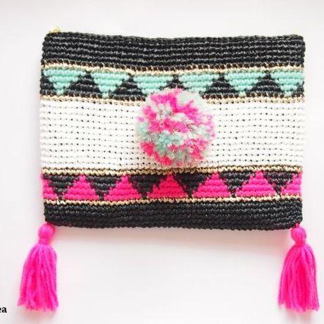 PomPom ZIGZAG クラッチ neon pink ×mint  #clutchbag #pompom #tassel #crochet #neonpink #mintgreen