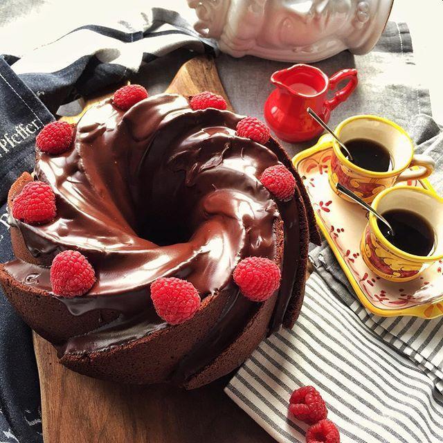 WEBSTA @ sicilianicreativi - Colazione dopo le foto... Bundt cake al cioccolato fondente, ricoperta di glassa e lamponi... 😁buon lunedì!--------------------------Breakfast after photos... chocolate bundt cake, chocolate covered , with raspberries... 😁 let's Monday... #merendaitaliana #tortas #bundtcake #cakecakecake #nordicware #cucinaitaliana #colazioneitaliana #chocolatebundtcake #merendando #whatieat #chocolatelovers #dolcezza #sicilianicreativi #cioccolato #colazione…