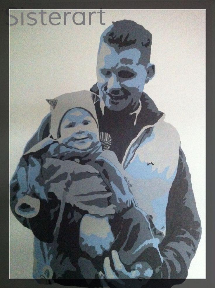 Man met 6 maanden oud kind op arm. Zwart/grijs/ijsblauw. Popart-SisterArt.