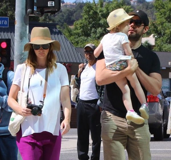 Emily Blunt and herhusband John Krasinski were spotted enjoying a day at the Farmer's Market with their daughter Hazel Krasinski in Studio City in Los Angeles, CA on Sunday (May 22). The Huntsman: Winter's Waractress wore a white blouse and dark mauve maternity pants with sa