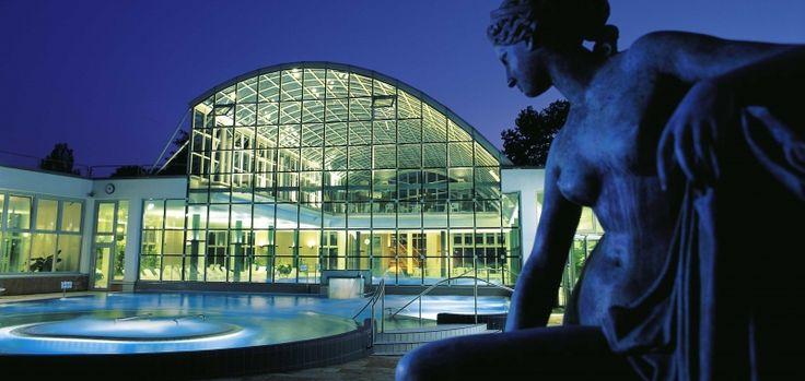 Was könnte bei eisigen Temperaturen und nach einem anstrengenden Kongresstag entspannender sein als ein heißes Bad? Stuttgart - meine Stadt bietet Ihnen gleich 3 Mineralbäder – darunter das Mineralbad LEUZE. #Wellness pur mit #Sauna, #Therme und jede Menge Badespaß!  Alle Infos finden Sie hier: www.stuttgart.de/baeder/mineralbaeder