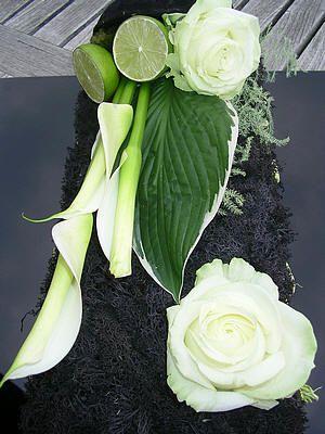 Bloemschikken: tafeldecoratie maken in het zwart met een boeket witte bloemen