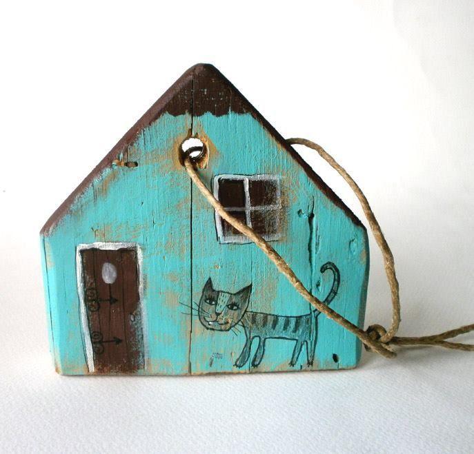 Kleines bemaltes Holzhaus