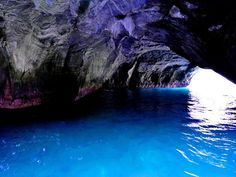 イタリアだけじゃない!日本でも見られる青の洞窟5選 - Find Travel