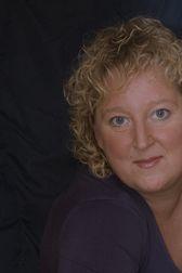 Sylvia Wardenaar schrijft als theatermaker haar eigen cabaret- en jeugdtheatervoorstellingen waarin zij zowel humor als inhoud brengt. Aan de hand van een thema maakt en speelt zij herkenbare muzikale interactieve voorstellingen. Van haar hand verschenen o.a. 'Snoep Goed' en 'Ik heet Daan'.