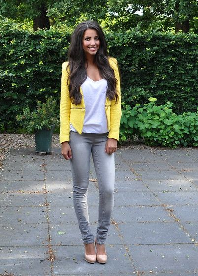 Gray Skinny Jeans + White Tee + Yellow Zipper Blazer + Nude Pumps.  I just need to get the blazer and I will have the outfit. I have that blazer in black! Love!!!!!