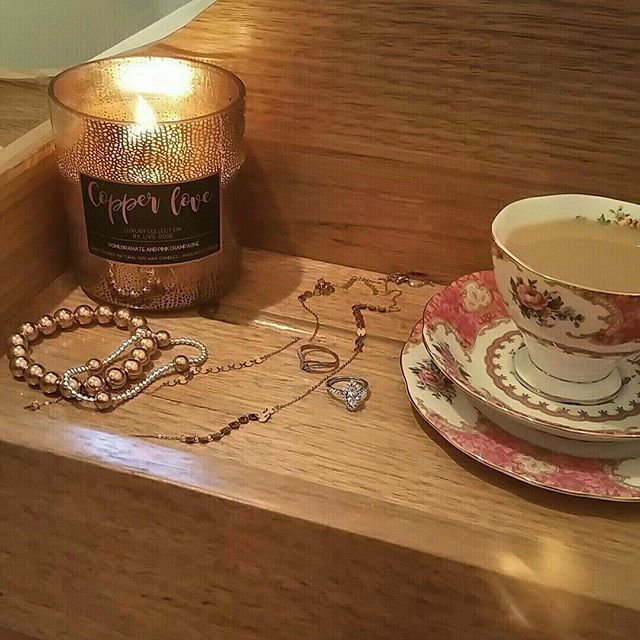 R e l a x a t i o n  Jewels off ✔️ Bath bomb in ✔️ Candle lit and cuppa tea ready. What more could you ask for?