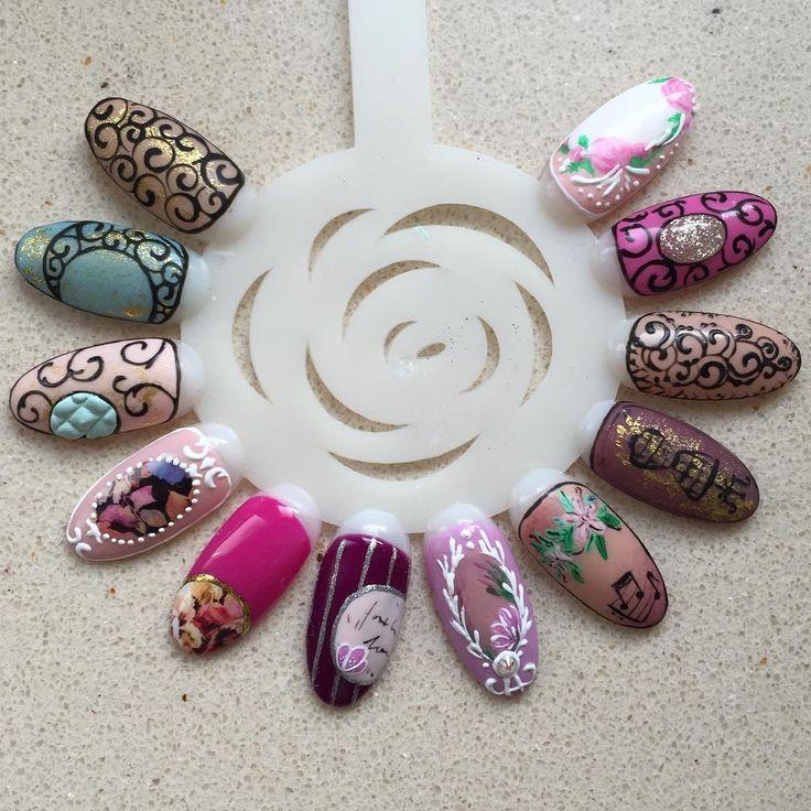 Takie wzorki robiłyśmy na ostatnim szkoleniu Nail art w stylu Vintage :) #szkoleniewmnails #warsztatywmnails #nailart #nails #vintagenails #vintage #mnai
