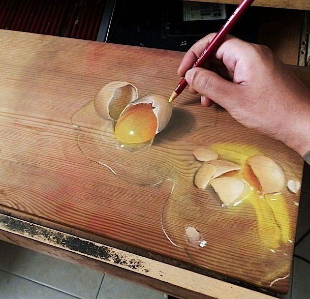 Realistische Zeichnungen von verschütteten Flüssigkeiten auf Holz, gemalt von Ivan Hoo