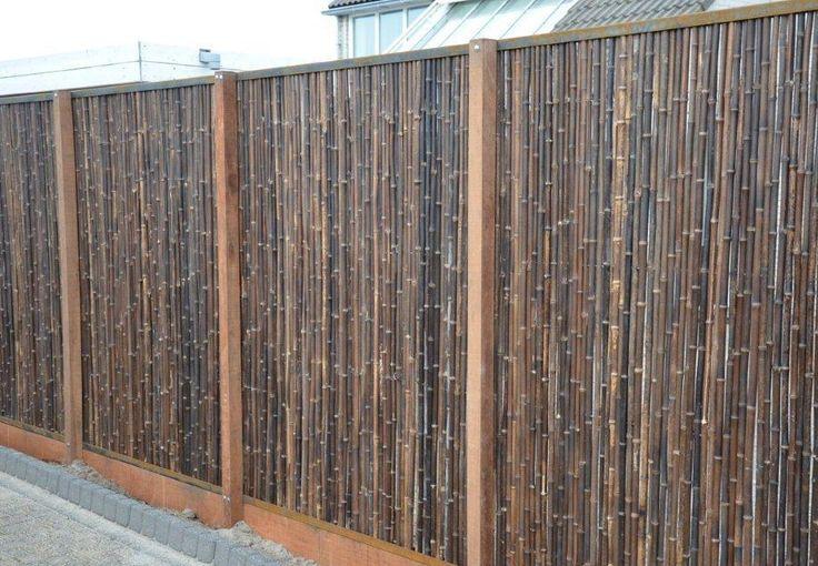 Zwarte Bamboe in combinatie met Cortenstaal en azobe hout.