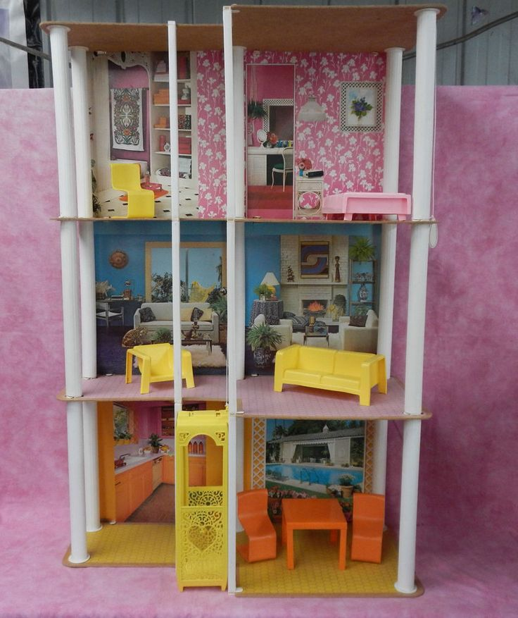 Vintage 1977 Barbie Townhouse~ Doll House & Furniture
