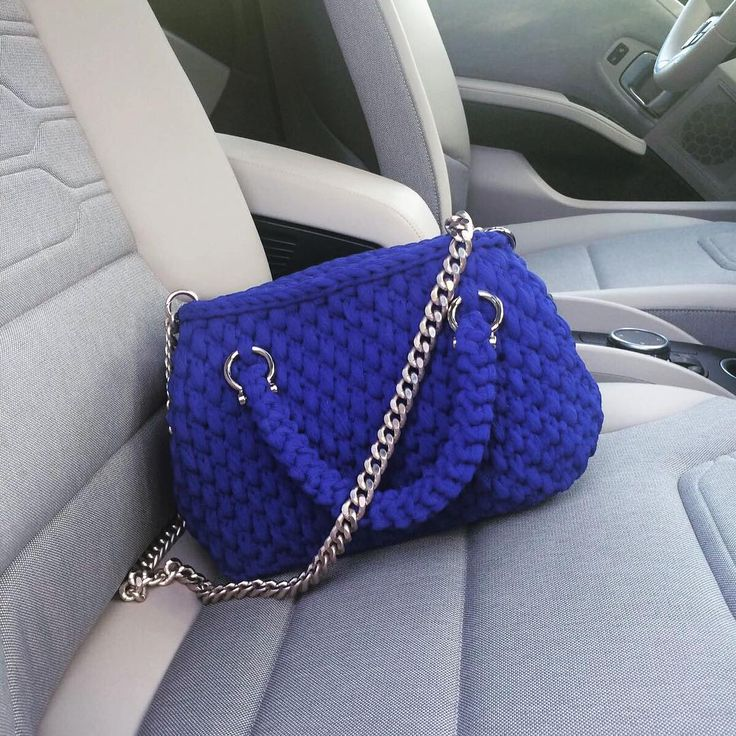 Bauletto blu#fashion #handmadewithlove #fattoamanoconamore #crocheting#springsummer2017#fettuccia#madeinItaly
