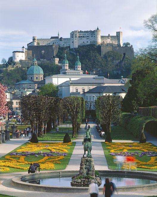 Salzburg - Mirabellgarten mit Altstadt und Festung Hohensalzburg - copyright Österreich Werbung / Popp Hackner