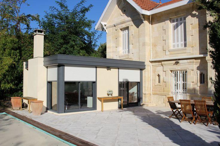 Voici une très jolie extension sur-mesure réalisée prés de Bordeaux sur une ancienne bâtisse. Prise de vue extérieure