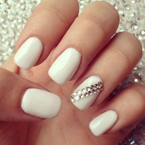 Sencillas uñas blancas con accesorios - Simple white nails with accesories