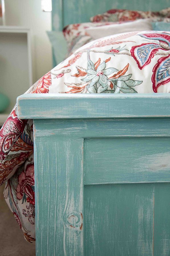 We love this colour combo: beautiful turquoise bed frame with #marsala accents on the comforter!
