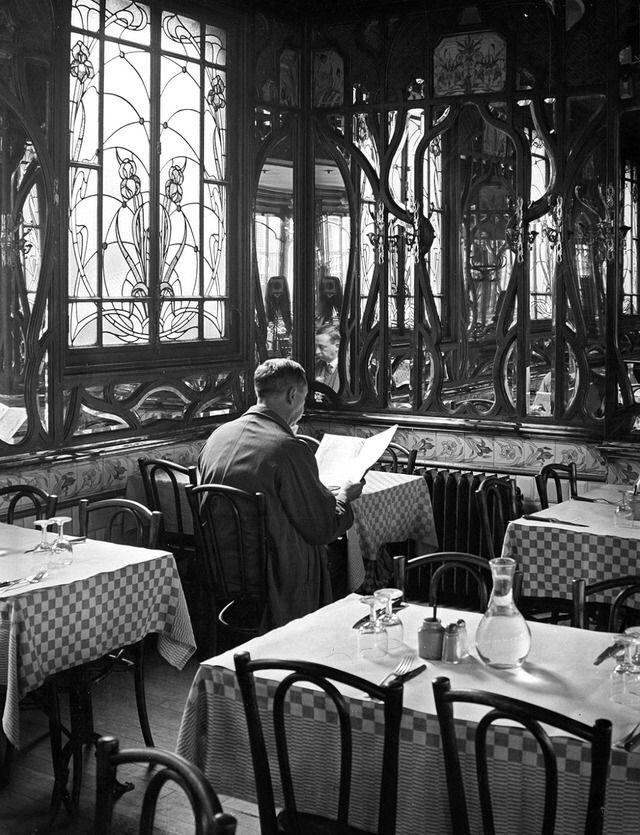 André Kertész. Le Chartier du Quartier Latin, Paris