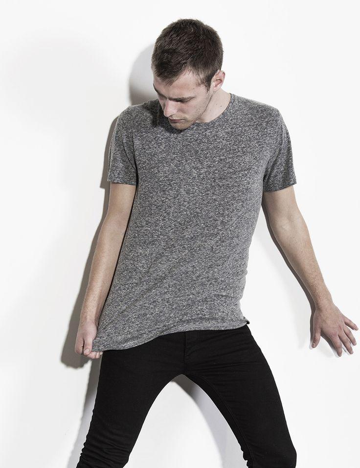 RVLT - men's fashion. A light weight t-shirt in a soft linen blend fabric.