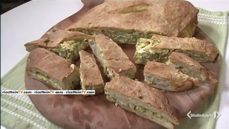 La ricetta della focaccia zucchine e feta, proposta da Tessa Gelisio nella puntata odierna (06 aprile 2017) di Cotto e mangiato.