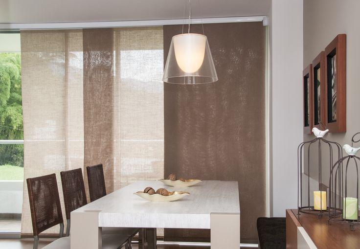 Las cortinas de panel, tienen un mecanismo lateral, por lo que se recomienda para espacios donde la ventana ocupa un ancho considerable, de forma que la cortina de panel japonés se desplace y sea un aporte visual.