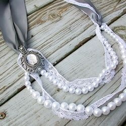 Make this pretty pearl and lace Lanvin-inspired necklace.: Pearls Necklaces, Diy Necklaces, Ribbons Necklaces, Wedding Necklaces, Lanvininspir Pearls, Ribbon Necklace, Lanvin Inspiration Pearls, Pearls And Lace, Lace Necklaces