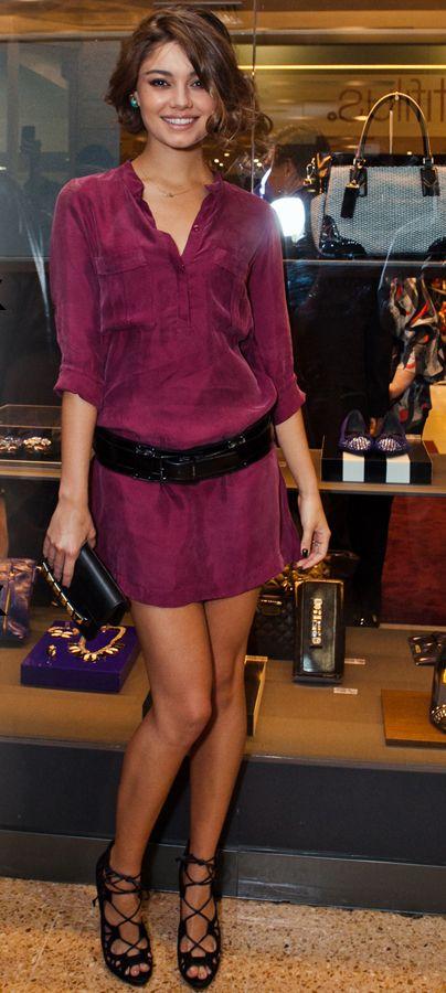O cinto grosso e a sandália mais fechada trazem um ótimo contraponto pro vestido camisão, tanto em força, quanto em feminilidade.