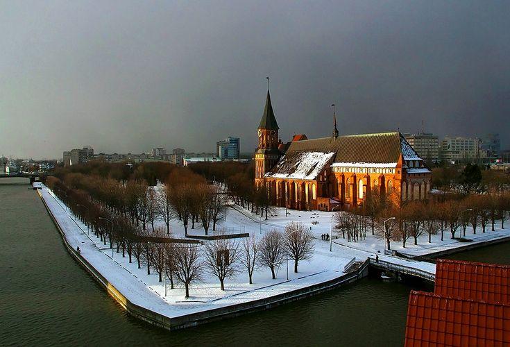 Калининград. Остров Канта (Кнайпхоф) и Кафедральный собор. Фото 2012 года.