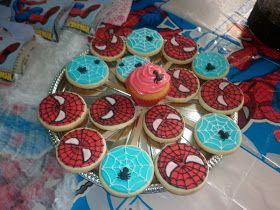 Mesa tematica!!!        Torta!!        Cupcakes con decoracion tematica!!!        Cupcakes con arañitas y telas de araña!!! ...