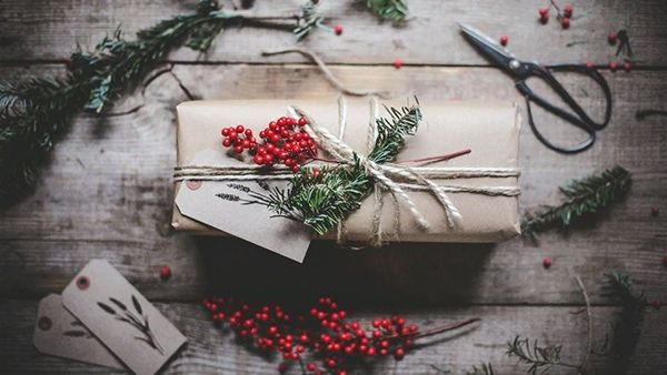 Τύλιξε τα γιορτινά δώρα με αυτόν τον τρόπο σε 12 δευτερόλεπτα!!