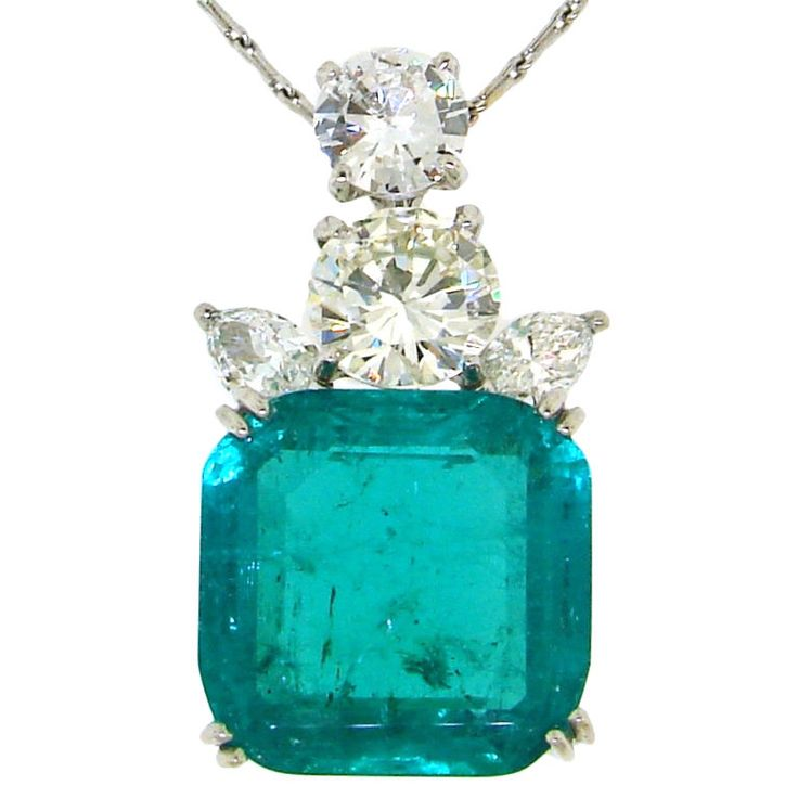 Cartier - CARTIER 17cts Colombian Emerald, Diamond & Platinum Pendant: Colombian Emeralds, Diamonds Galleries, Turquoise And Diamonds Jewelry, Cartier Diamonds, 17Cts Colombian, Gemstone Jewelry, Cartier 17Cts, Cartier Pendants, Platinum Pendants