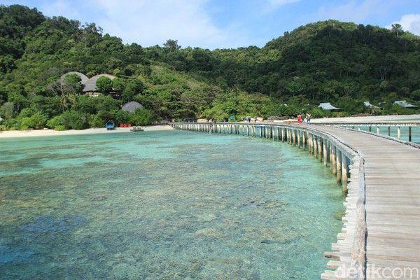 Seperti Maladewa, Padahal di Indonesia. Anambas di Kepulauan Riau punya banyak pulau indah yang jarang terjamah, misalnya Pulau Bawah. Kecantikannya tidak kalah dengan Maladewa.