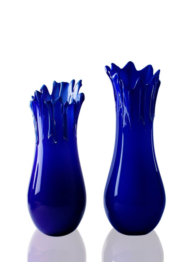The prestige of Murano Luxury Glass also extends to the world of fashion; for Roberto Cavalli's Home collection, with Corallo Blu e Corallo Rosso, the brand offers beautiful vases made of Murano glass, handmade only with the ancient skills of the Murano master glassmakers in their workshops
