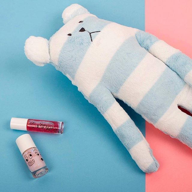Gentle & free of nasties, our water-based kids nail polish & rollette are sure to turn around the blues. 💙😊 💕#nailmatickids #waterbased #nontoxic
