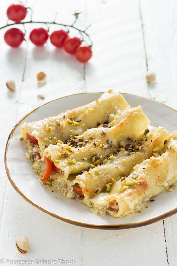 Cannelloni ripieni di stracciatella e pistacchio